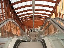 Vetrine d'arte Gli interni delle moderne architetture sotterranee vengono spesso utilizzate anche per mostre di fotografia e d'arte.